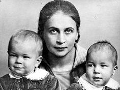 Sylvi ja pojat Taneli ja Matti. History Of Finland, Old Photographs, Former President, Historian, Nostalgia, Times, Couple Photos, Lady, Beauty