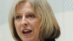 Die konservative Premierministerin Großbritanniens, Theresa May, versucht den besorgten Briten Verständnis entgegenzubringen und betont, dass es nicht rassistisch sei, sich wegen den Immigranten Sorgen zu machen.