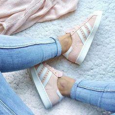 Schuhe Damen Sportlich - Pink mood to start the week : Pink Adidas Superstar ♥ Look of the day,. Adidas Superstar Rosas, Addidas Superstar, Adidas Shoes Women, Adidas Sneakers, Adidas Outfit, Addidas Shoes Pink, Pink Shoes, Sneakers Paris, Women's Shoes