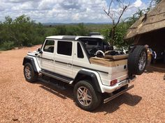 This is the first photo of the Mercedes Maybach G650 Landaulet, which brings back the Landaulet name of the luxurious cars of the company, having a soft top roof for