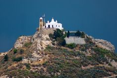 Chapel of St George in Greece On A Clear Day, I Want To Travel, Sky High, Mount Rushmore, Abandoned, Island, Mountains, Mansions, House Styles