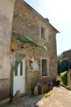 Country house set in nearly 8 hectares Ref CAS0070, Fivizzano, Tuscany. Italian holiday homes and investment property for sale.