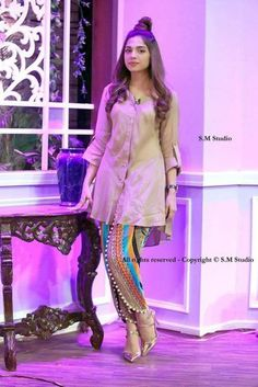 Latest Tulip Pants Trends Designs having new styles, patterns and designs including with a cutting way method and tutorial. Simple Pakistani Dresses, Pakistani Fashion Casual, Indian Fashion Dresses, Pakistani Dress Design, Indian Designer Outfits, Pakistani Outfits, Indian Outfits, Salwar Designs, Kurta Designs Women