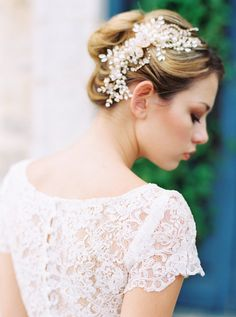 Delicate and oh so sparkly, this Etta gold vintage bridal hair piece has been created from Swarvski pearls and gold by Bride La Boheme. (Image: Loft Photographie // Gowns: Saint Isabel Bridal  // Styling and Florals : Without Wax Katy  // Mua : Fire Makeup // Model: Dagny Paige )