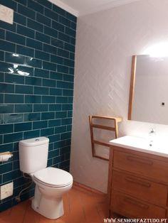 No mesmo apartamento onde foi efectuado a remodelação da suite, e a remodelação da cozinha, foi também feita a remodelação da casa de banho principal.     (adsbygoogle = window.adsbygoogle || []).push({}); Nesta casa de banho foram efectuados os trabalhos de colocação de revestimento cerâmico nas paredes e no chão e instalação de loiças sanitárias.Caso tenha a sua casa de banho para remodelar, contacte-nos sem qualquer compromisso !