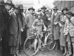 """""""Billie Samuels leaving to ride from Sydney to Melbourne, in hopes of breaking the women's record in 3 days and 7 hours, on a Malvern Star bicycle, 4 July 1934, by Sam Hood"""""""