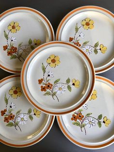 Pamela Stonecrest Salatteller Vintage Andre Ponche Steinzeug Set 6 - # 5739 - Vintage, Retro styles of clothes, furniture, homes, and all manner of items - Plates Vintage Dinnerware, Vintage Kitchenware, Vintage Plates, Vintage Glassware, Orange Band, Mid Century Modern Decor, Pottery Designs, Glass Dishes, Salad Plates