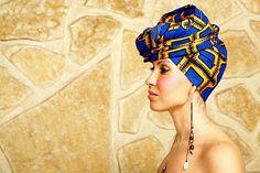 Un concept novateur qui offre des pièces originales, inédites et uniques. Namézis s'intéresse à exalter ces moments d'intimité, notamment dans l'univers de la salle de bain La nouvelle collection exprime les valeurs principales de créativité et de qualité. **Turban Towel Blue Indigo : 83x215cm **Turban Towel Kenté Ashanti : 71x183cm  african fashion design Indigo, Africa Fashion, Captain Hat, Hair Beauty, Turbans, Hair Styles, Hats, Towels, Design