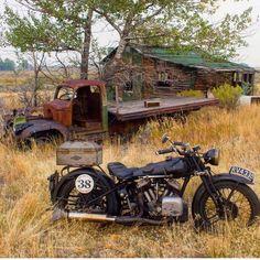 Old Classic Harley-Davidson Motorcycles Harley Davidson Art, Classic Harley Davidson, Harley Davidson Motorcycles, Motorcycle Art, Motorcycle Design, Bike Art, Vintage Cafe Racer, Vintage Bikes, Vintage Cars