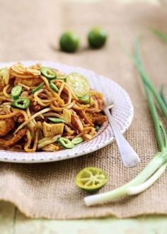 Mamak Mee Goreng. Mamak is a term commonly used in Malaysia and Singapore referring to a person of Southern Indian-Muslim background. It is thought that the term originated from the word 'mama' which is frequently used by Tamil-Muslims meaning 'uncle'.
