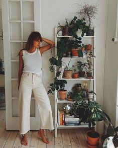 Casual Outfit Inspiration | BDG Flood Ecru Jeans | Urban Outfitters | Women's | Bottoms | Jeans #UOEurope #UrbanOutfitters #UOonYou #UODenim