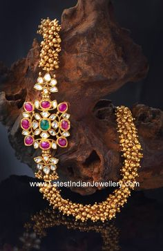 Gold Necklace with side locket, Gold Antique Necklace with side locket, Gold Necklace with side mogappu designs. Indian Jewellery Design, Latest Jewellery, Jewelry Design, Designer Jewellery, India Jewelry, Temple Jewellery, Jewellery Shops, Jewellery Box, Jewelry Stores