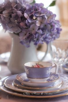 Lavender Tea Cup and Hydrangeas Vintage Tea, Vintage China, Vintage Dishes, Tea Cup Saucer, Tea Cups, Dresser La Table, Color Lavanda, Lavender Cottage, Lavender Tea