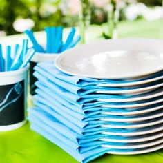 Noutopöydän suunnittelussa on tärkeintä pystyä tekemään tarjottavia mahdollisimman paljon etukäteen valmiiksi. Party Time, Buffet, Table Settings, Food And Drink, Cocktails, Happy Birthday, Tableware, Kids, Confirmation