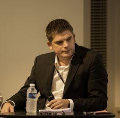 Le modérateur de la conf. #Web2store @kiki2men de @digitailwyse #shake14