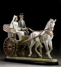 Lladró is a Spanish brand dedicated since 1953 to the creation of art porcelain figurines at the brand's only factory in the world, in Valencia. Dresden, Indian Dolls, Chelsea, Collectible Figurines, Love And Marriage, China, Lion Sculpture, Statue, Porcelain Doll