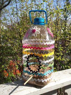 Kids Crafts, Recycled Crafts Kids, Crafts To Do, Arts And Crafts, Milk Jug Crafts, Bird Feeder Craft, Homemade Bird Feeders, Bird Houses Diy, Plastic Bottle Crafts