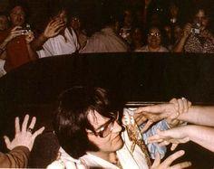 Galerie - Elvis Presley Gesellschaft/ Ohhh my goodness! Susan Hayward, Elvis In Concert, Elvis Presley Photos, Chuck Berry, Priscilla Presley, Forever Love, Graceland, John Lennon, My King