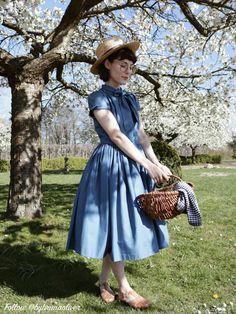 Bonnie Dress in Solid Air Force Blue Vestidos Vintage, Vintage Dresses, Vintage Outfits, Vintage Fashion, Classy Fashion, Modest Fashion, Fashion Outfits, Fashion Tips, Men Fashion