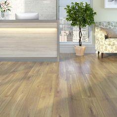 Adora o estilo de piso de madeira, mas quer mais praticidade? Aposte nos #pisovinílico com estampa de madeira. Confira no site as vantagens! #Prod62064