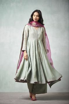 Dresses - Good Earth Stylish Sustainable Luxury Retail Goodearth in Pakistani Fashion Casual, Indian Fashion Trends, Pakistani Dress Design, Pakistani Outfits, Indian Outfits, Pakistani Clothing, Indian Attire, Indian Ethnic Wear, Kurta Designs Women