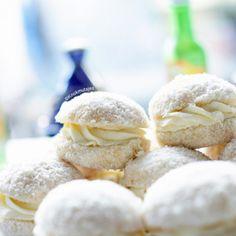 Lange vingers gebakjes   Kookmutsjes Coconut Recipes, Pecans, Bread Baking, Cheddar, Cereal, Pesto, Ice Cream, Sweets, Cookies