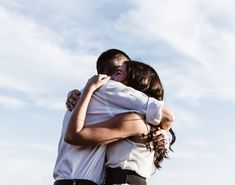 Why do hugs feel so good? The healing power of hugs are well documented, our skin is the biggest organ of our body, and when. Boyfriend Goals Relationships, Boyfriend Goals Teenagers, Relationship Gifs, Long Distance Relationship Quotes, Distance Relationships, Healthy Relationships, Cute Couples Cuddling, Cute Couples Texts, Cute Couples Goals