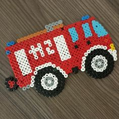 Feuerwehrwagen aus Hama Bügelperlen von miss_bella85 Melty Bead Patterns, Pearler Bead Patterns, Perler Patterns, Beading Patterns, Pony Bead Crafts, Tapestry Crochet Patterns, Peler Beads, Iron Beads, Melting Beads