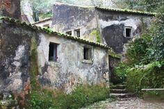 O Convento dos Capuchos é o reflexo do estilo de vida dos frades que lá viviam e cumpriam um rígido voto de pobreza. É uma viagem espiritual a este tempo.