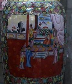 Exuberante e raro vaso oriental gigante de 60 polegadas(1 metro e 52 centímetros) de altura e 37 polegadas ( 94 centímetros) de largura. todo em porcelana estilo família rosa pintado a mão e detalhes e alça pintura ouro, belíssimo e raro ornamento.