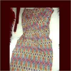 Sz.S Tribal boho print heartlet front dress Pre loved like new Sz.S Tribal boho print heartlet front dress. Heart shaped front, this dress has pockets, & zips up on the back. Mossimo Supply Co Dresses Midi