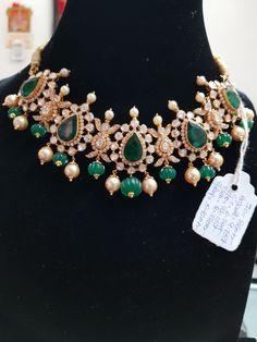 Indian Wedding Jewelry, Wedding Jewelry Sets, Indian Jewelry, Bridal Jewelry, Beaded Jewelry, Emerald Jewelry, Gold Jewelry, Gold Necklace, Trendy Jewelry