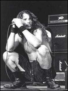 chris cornell popping a squat..  <3