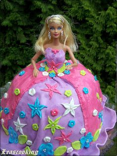 How to make barbie cake, doll cake. Birthday Cake Girls, Princess Birthday, Birthday Ideas, Fancy Cakes, Cute Cakes, Barbie Cake, Barbie Theme, Princess Barbie, Birthday Present For Boyfriend