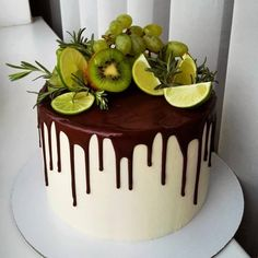 A imagem pode conter: planta e comida - Cake Decorating Simple Ideen Cupcakes, Cupcake Cakes, Cake Cookies, Cake Shop, Cake & Co, Fresh Fruit Cake, Berry Cake, Gateaux Cake, Cake Recipes