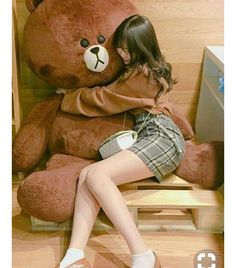 Ulzzang Girl Hugging A Teddy Bear❤💘💗 Ulzzang Fashion, Asian Fashion, Girl Fashion, Korean Couple, Korean Girl, Moda Ulzzang, Chica Cool, Korean Ulzzang, Uzzlang Girl