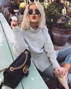 """13.2 k mentions J'aime, 52 commentaires - Laura Jade Stone (@laurajadestone) sur Instagram : """"Those cosy feels ❄️Wearing @showpo """""""