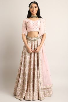 Different looks For Diwali & Diwali Parties sva-lehenga Ethnic Outfits, Indian Outfits, Indian Clothes, Ethnic Clothes, Designer Gowns, Indian Designer Wear, Traditional Fashion, Traditional Dresses, Floral Lehenga