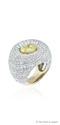 Capri Ring, Pierres de Caractère - Variations collection White gold, round and baguette-cut diamonds, one oval-cut Fancy Vivid Yellow diamond of 3,24carats, yellow gold The architecture of the Capri ring from the Pierres de Caractère - Variations collection showcases the Maison's jewelry craftsmanship. A spiral of round and baguette-cut diamonds highlights the beauty of the 3,24-carat oval-cut Fancy Vivid Yellow diamond on the Capri ring .The use of two types of gold on the same ring adds an…