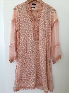 Salwar Designs, Blouse Designs, Winter Dresses Online, Pink Kurti, Uni Outfits, Pakistani Dresses Casual, Shalwar Kameez, Embroidered Blouse, Fashion Dresses