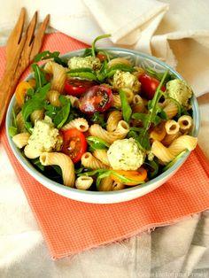 Salade de pâtes, chèvre au pesto et tomates cerises