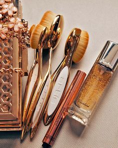 The Gold Rush of 2016. Artis Elite Gold Collection (Limited Edition). Only available in the 10pc set and the Oval 7 brush. @cosbarcosmetics Saks Fifth Avenue Dillards NET-A-PORTER.COM