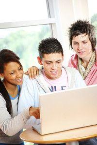 """Polyvalenter 2-Fächer-Bachelor-Studiengang mit Lehramtsoption (B.A. oder B.Sc.)  Universität Hildesheim Der Studiengang umfasst das Studium von zwei Hauptfächern (Erst‐ und Zweitfach), bei deren Wahl je nach Berufsorientierung bestimmte Kombinationsmöglichkeiten bestehen. Dazu kommt der sogenannte Professionalisierungsbereich.  Entscheiden Sie sich für die Berufsorientierung """"Lehramt"""", haben Sie nach dem Abschluss die Möglichkeit, sich für die konsekutiven Masterstudiengänge zu bewerben."""