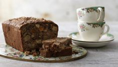 BBC - Food - Recipes : Quick apricot, apple and pecan loaf cake Cake Recipes Bbc, Delicious Cake Recipes, Tea Recipes, Apple Recipes, Yummy Cakes, Delicious Deserts, Food Cakes, Tea Cakes, Malt Loaf