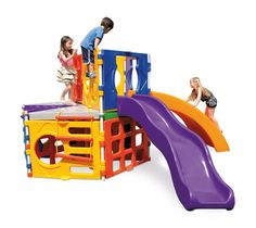 0957.7 - Polyplay Master Sistema de encaixe axial diferenciado que possibilita a expansão infinita do brinquedo ficando do tamanho que você quiser, são vários modelos e opções de montagem. Neste modelo acompanha parede de escalada, escorregador em ondas, podendo ser usado por crianças a partir dos 3 anos de idade. | Faixa etária: + 3 anos | Dimensões: 3,83 x 3,70 x 1,80 m | Playground | Xalingo Brinquedos | Crianças | www.xalingo.com.br