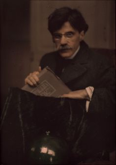 Portrait of Alfred Stieglitz holding a copy of the journal Camera Work, Autochrome. // photo by Edward Steichen (American, The Metropolitan Museum of Art, New York Edward Steichen, Alfred Stieglitz, History Of Photography, Color Photography, Lyon, Subtractive Color, York Art Gallery, Image Positive, Masters