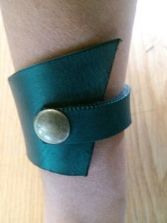 Check out this item in my Etsy shop https://www.etsy.com/pt/listing/266606418/leather-bracelet