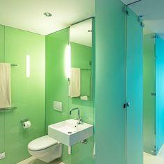 hotel kameha duschwandverkleidungen aus glas bedruckt in high definition qualit t mit. Black Bedroom Furniture Sets. Home Design Ideas