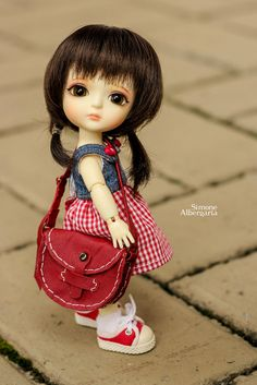Abbi pegou emprestado a bolsa das irmãs. ---- Abbi borrowed the purse from her sisters. Cute Girl Hd Wallpaper, Cute Disney Wallpaper, Cute Cartoon Wallpapers, Wallpaper Desktop, Cute Cartoon Girl, Cute Girl Face, Beautiful Barbie Dolls, Pretty Dolls, Cute Images For Dp
