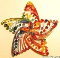 Quilling is the art of creating little rolls from delicate strips of paper and shaping them into intricate designs. The art of Quilling date. Arte Quilling, Quilling Paper Craft, Quiling Paper, Quilling Patterns, Quilling Designs, Quilling Ideas, Quilling Images, Quilling Flowers, Diy Paper